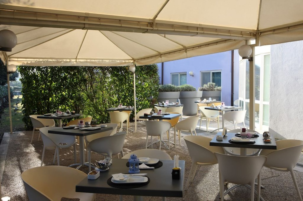 Outdoor Dining, Hotel Zeffiro