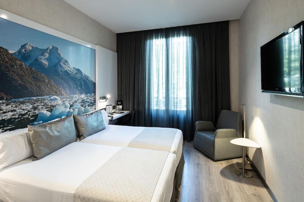 Hotel catalonia gran v a bcn barcelona espa a expedia for Habitacion 73 barcelona