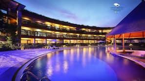 Seasonal outdoor pool, open 7:00 AM to 6:00 PM, pool umbrellas