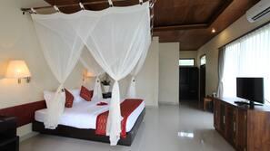 Minibar, rollaway beds, free WiFi, linens