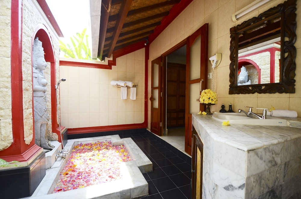 Bathroom, Tirta Ayu Hotel & Restaurant
