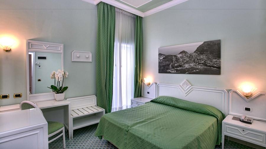 里維艾拉內大酒店