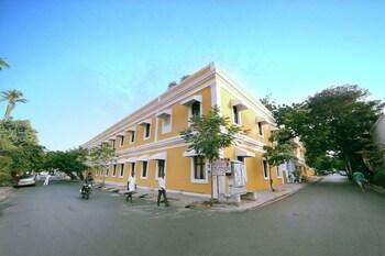 No.4, Busy Street, Pondicherry 605001, India.