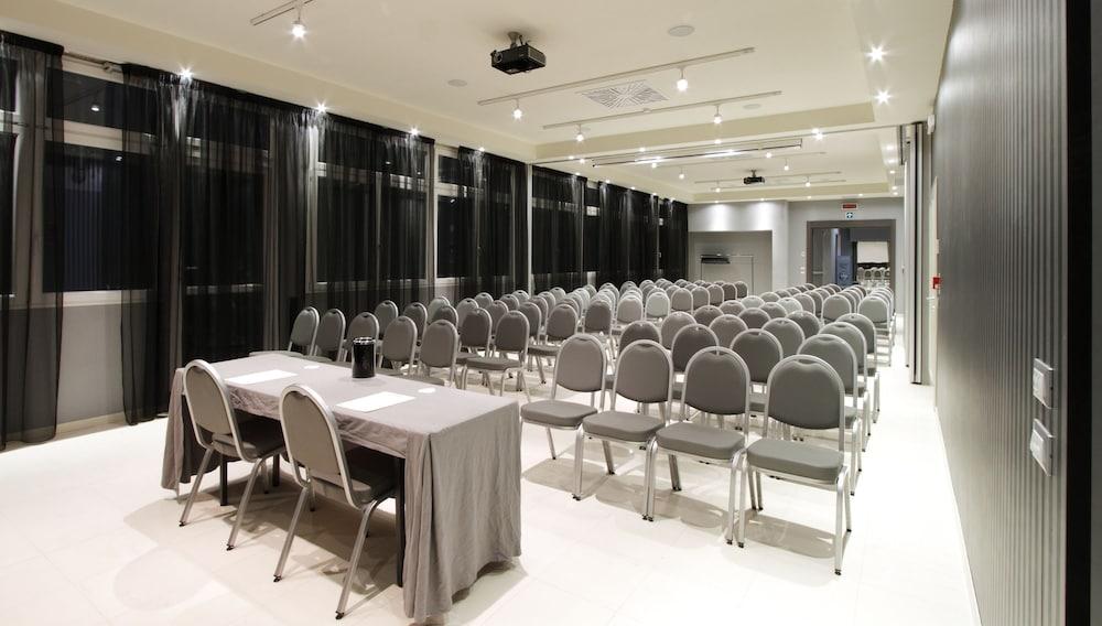 Boutique hotel calzavecchio in casalecchio di reno hotel for Hotel casalecchio