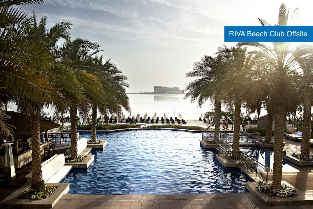 Infinity Pool, Movenpick Hotel Jumeirah Lakes Towers