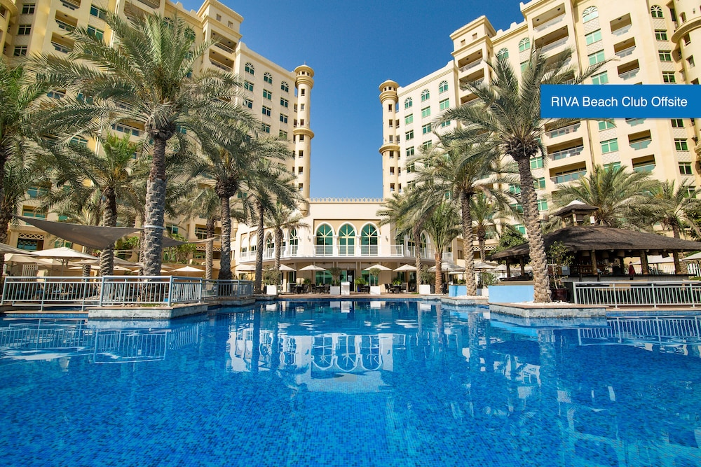 Outdoor Pool, Movenpick Hotel Jumeirah Lakes Towers
