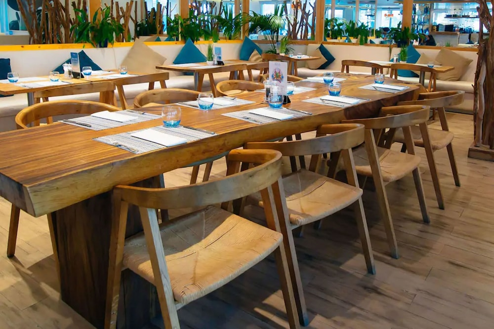 Dining, Movenpick Hotel Jumeirah Lakes Towers