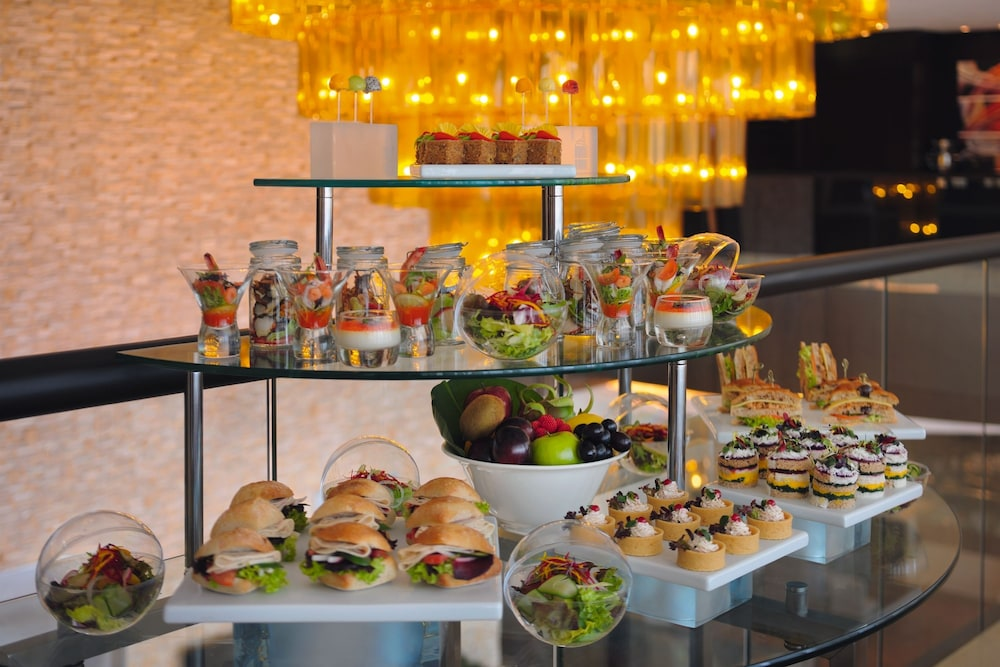 Breakfast Area, Movenpick Hotel Jumeirah Lakes Towers