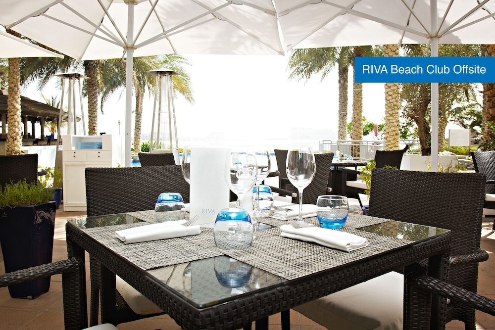 Outdoor Dining, Movenpick Hotel Jumeirah Lakes Towers