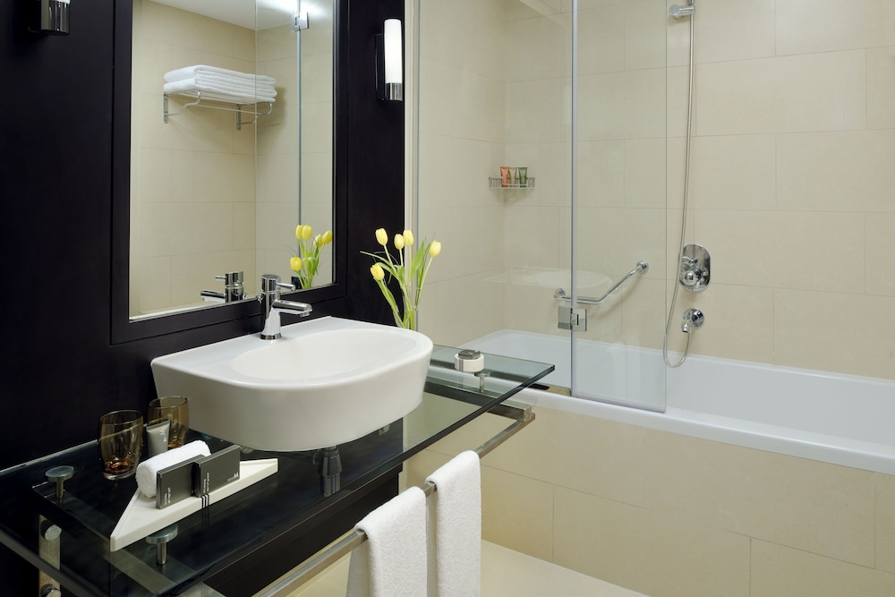 Bathroom Sink, Movenpick Hotel Jumeirah Lakes Towers