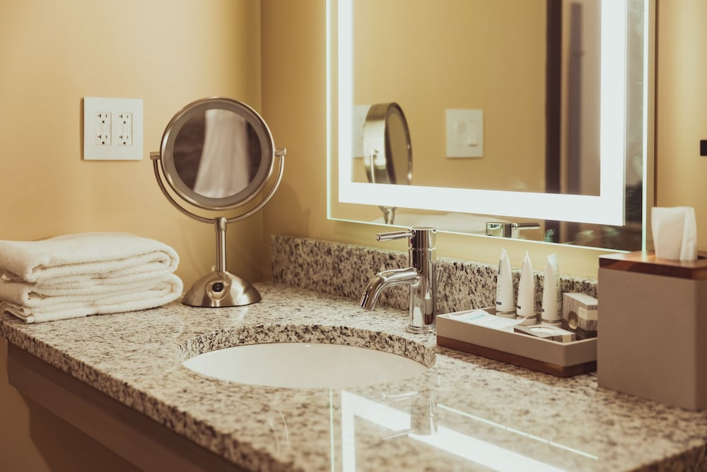 Bathroom, Tailwater Lodge Altmar, Tapestry Collection by Hilton