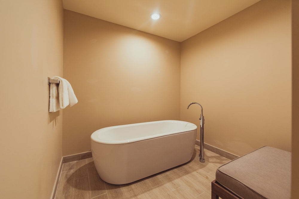 Deep Soaking Bathtub, Tailwater Lodge Altmar, Tapestry Collection by Hilton