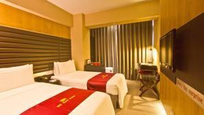 Premium bedding, free minibar, in-room safe, desk