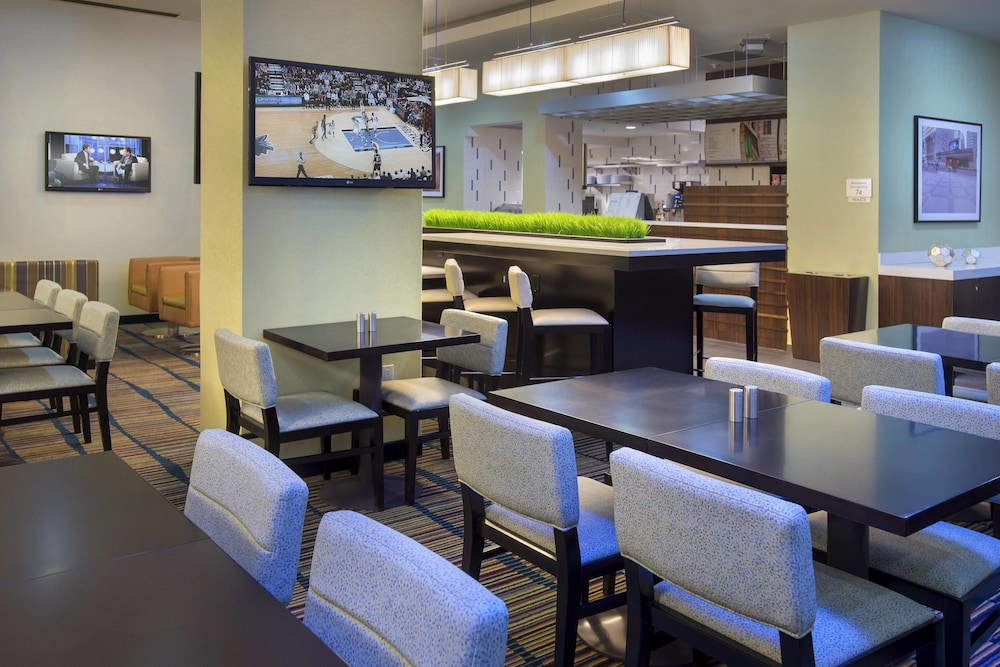 Breakfast Area, Courtyard by Marriott New York Manhattan / Chelsea