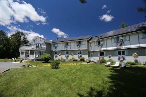 Top 10 Hotels Near Santa's Village, Jefferson from $76 | Travelocity