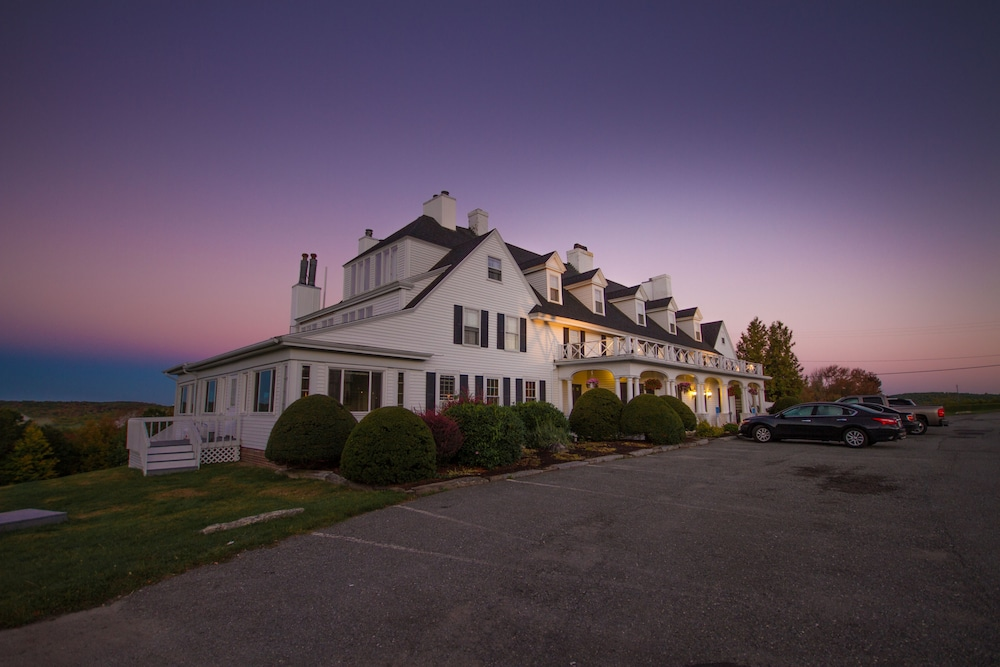 Parking, The Lucerne Inn