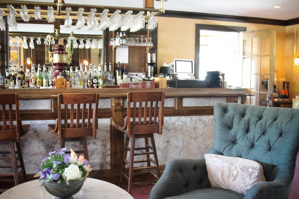 Bar, The Lucerne Inn