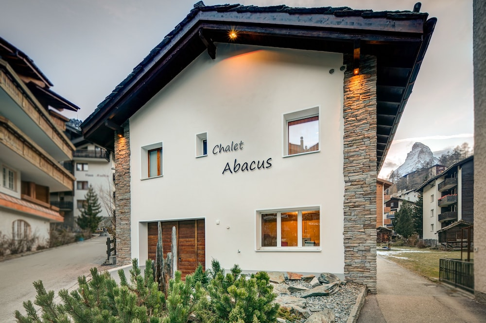 Front of Property, Chalet Abacus