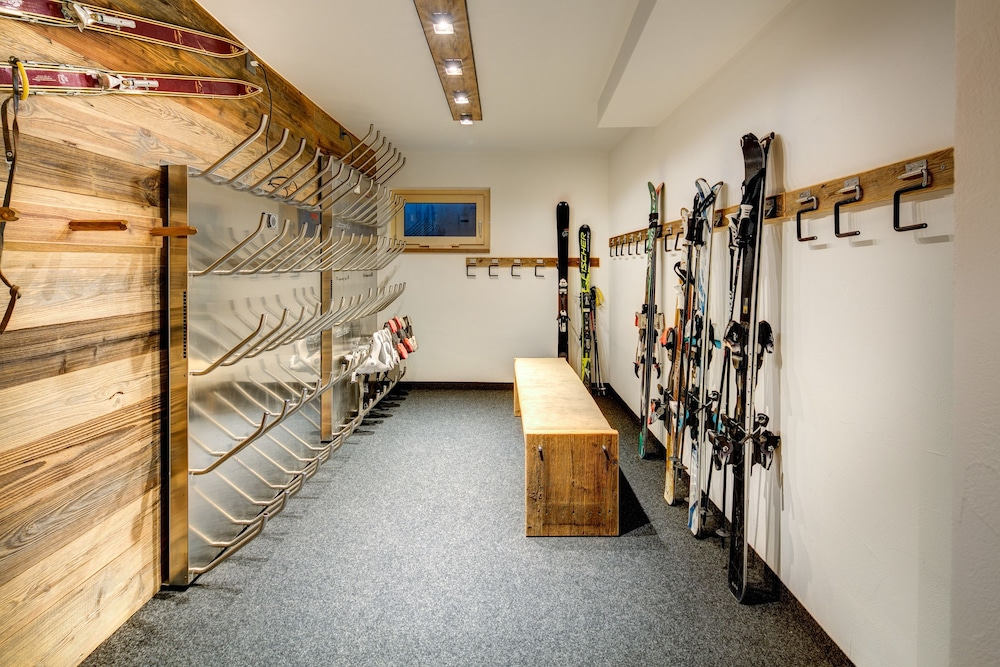 Equipment Storage, Chalet Abacus