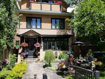 Westways Calgary Guest House Bed & Breakfast