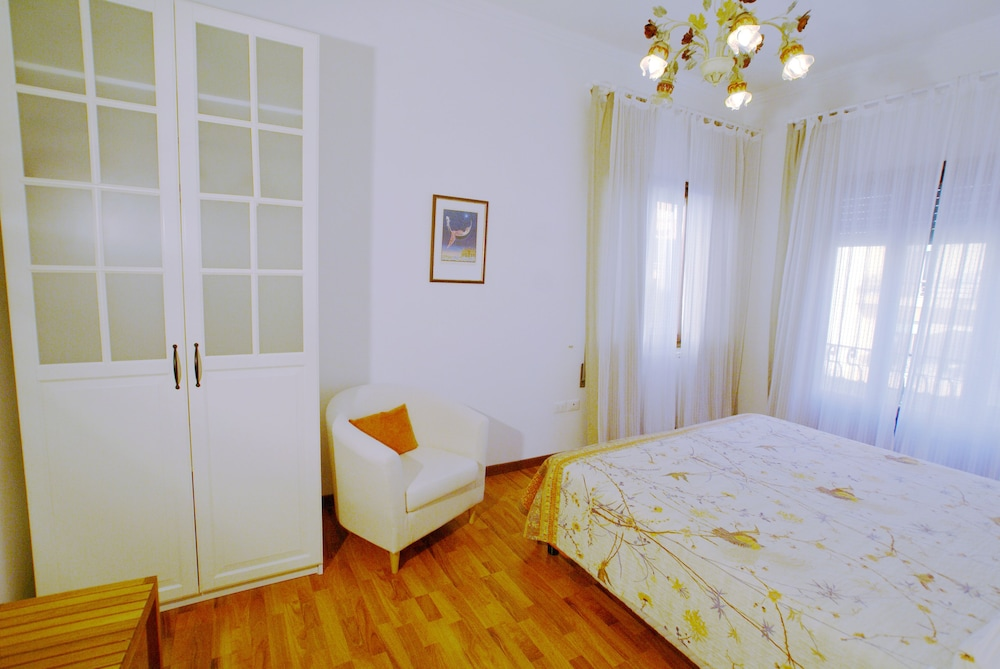 Outlet Sweet Venice, Venice: 2019 Reviews & Hotel Booking | Expedia ...