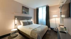 高級寢具、房內夾萬、設計自成一格、家具佈置各有特色