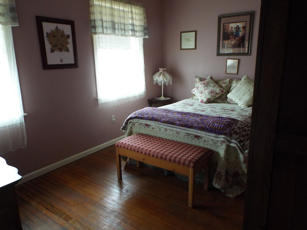 Room, The Tillie Pierce House Inn