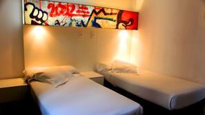 Een kluis op de kamer, geluiddichte muren, een strijkplank/strijkijzer