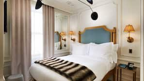 Hypo-allergenic bedding, down duvet, minibar, in-room safe