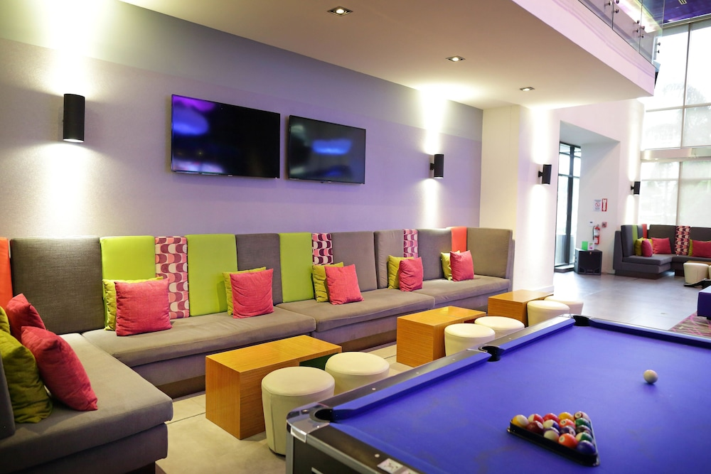 Billiards, Aloft Panama