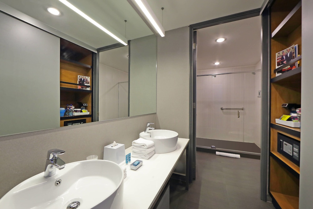 Bathroom, Aloft Panama