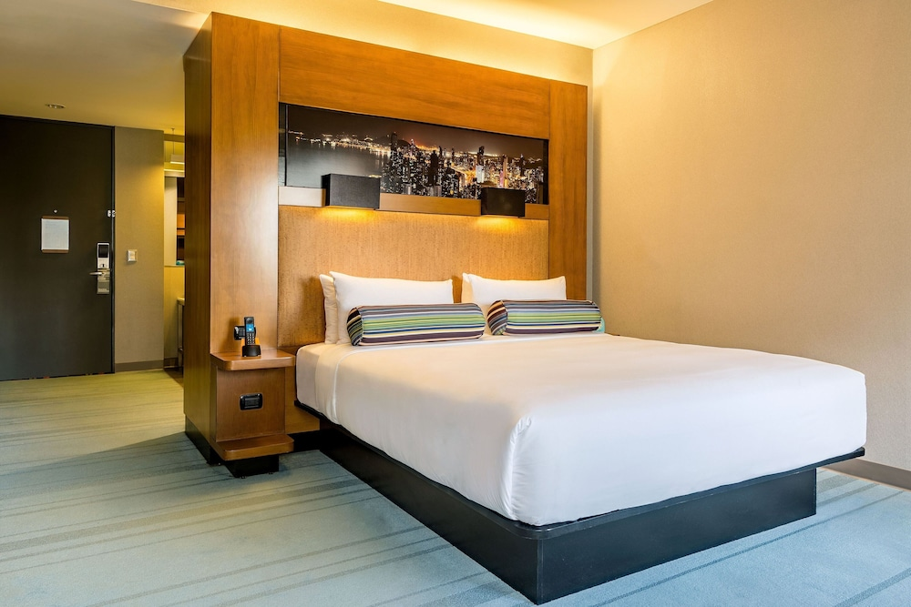 Room, Aloft Panama