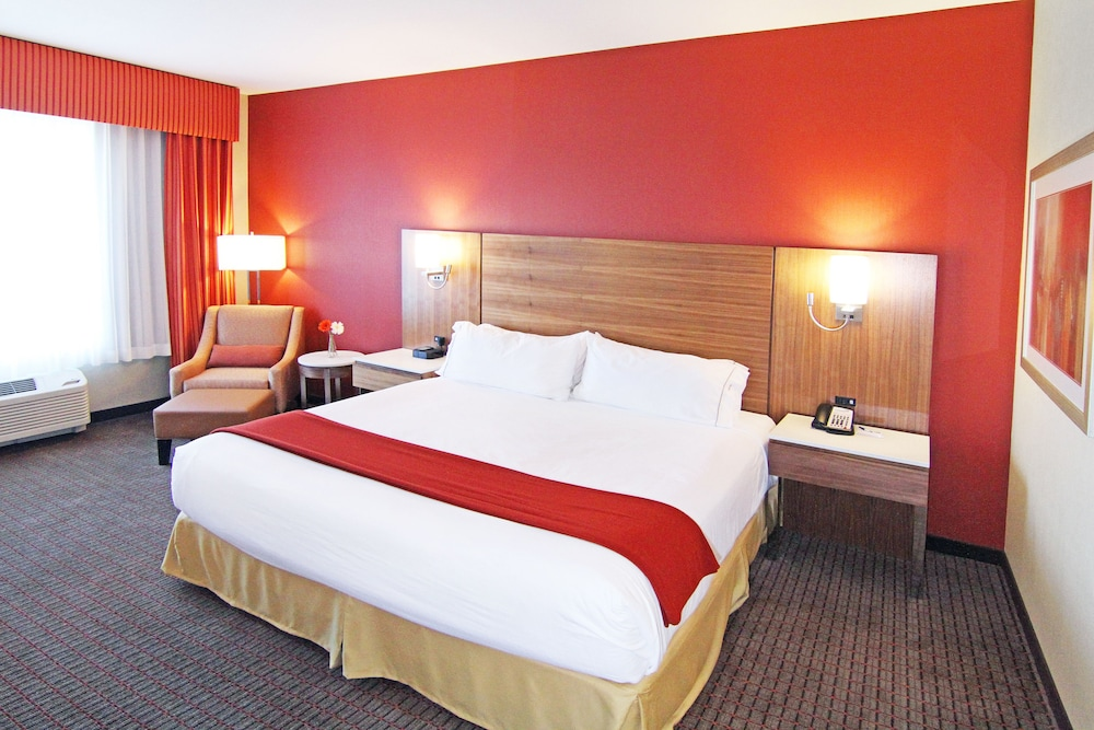 Room, Holiday Inn Express & Suites Calgary NW - University Area, an IHG Hotel