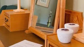 Individuell dekoriert, individuell eingerichtet, Schreibtisch