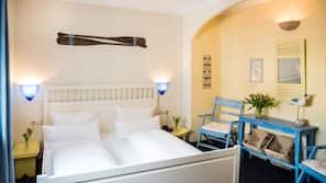Allergikerbettwaren, Daunenbettdecken, Minibar, individuell dekoriert