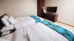 Premium bedding, individually furnished, desk, rollaway beds
