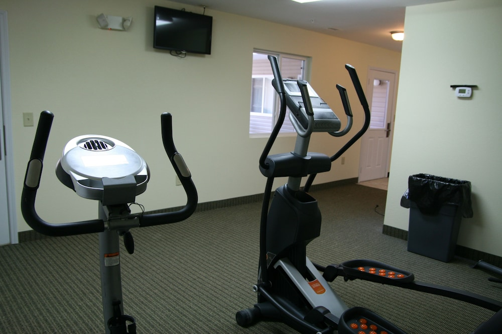 Gym, Affordable Suites Fayetteville