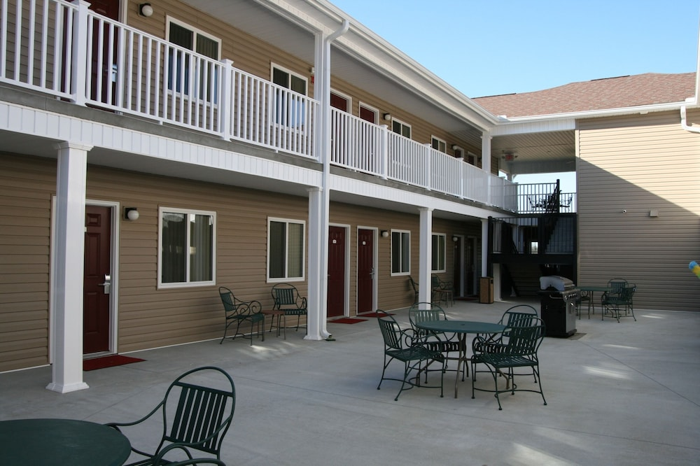 Courtyard, Affordable Suites Fayetteville