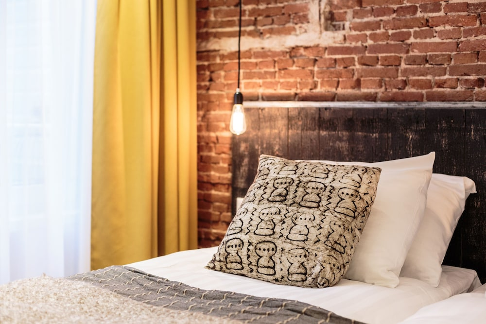 Hotel Dwars Amsterdam : Hotel dwars room prices deals reviews expedia
