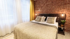 Egyptian cotton sheets, individually decorated, individually furnished