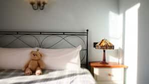Caja fuerte, decoración individual, tabla de planchar con plancha