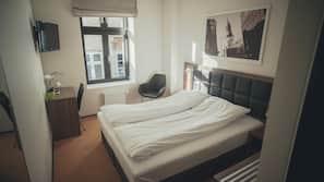 Skrivebord, strykejern/-brett, gratis wi-fi og sengetøy