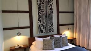 Décoration personnalisée, rideaux occultants, fer et planche à repasser