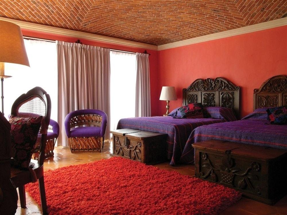 Book la puertecita boutique hotel san miguel de allende for Hip hotels book