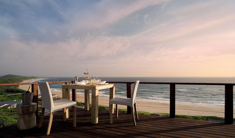 Outdoor Dining, White Pearl Resorts
