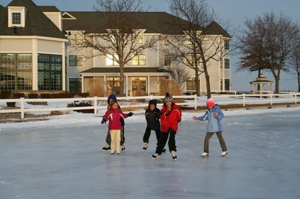 Ice Skating, Oakwood Resort