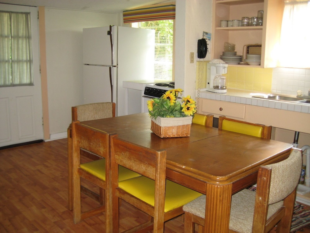 Private Kitchen, Sea and Sands Cottages