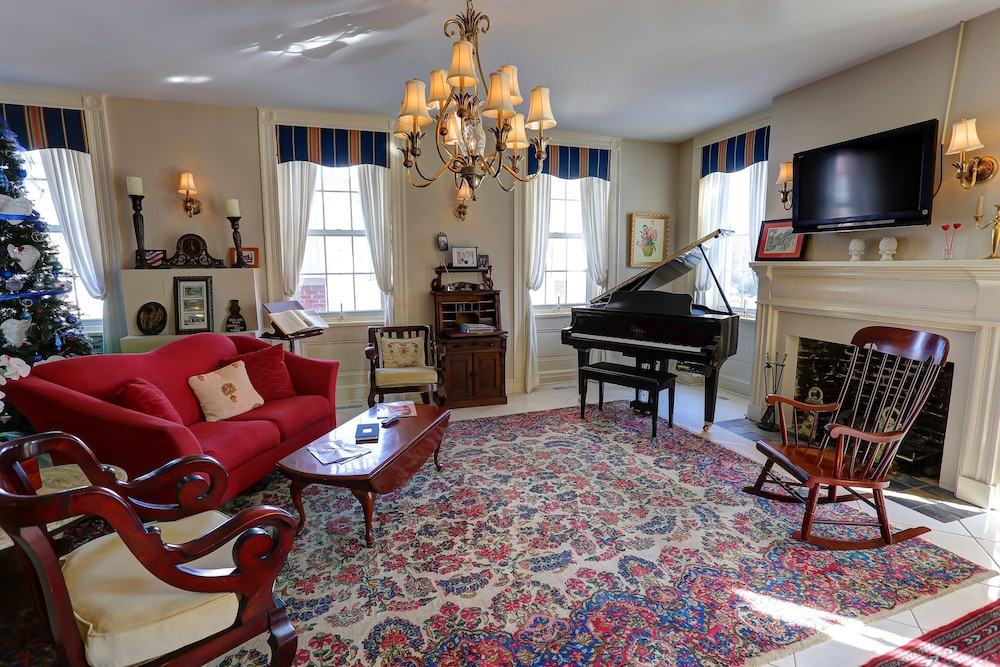 Brick Hotel On The Circle In Rehoboth Beach Rates Reviews Orbitz