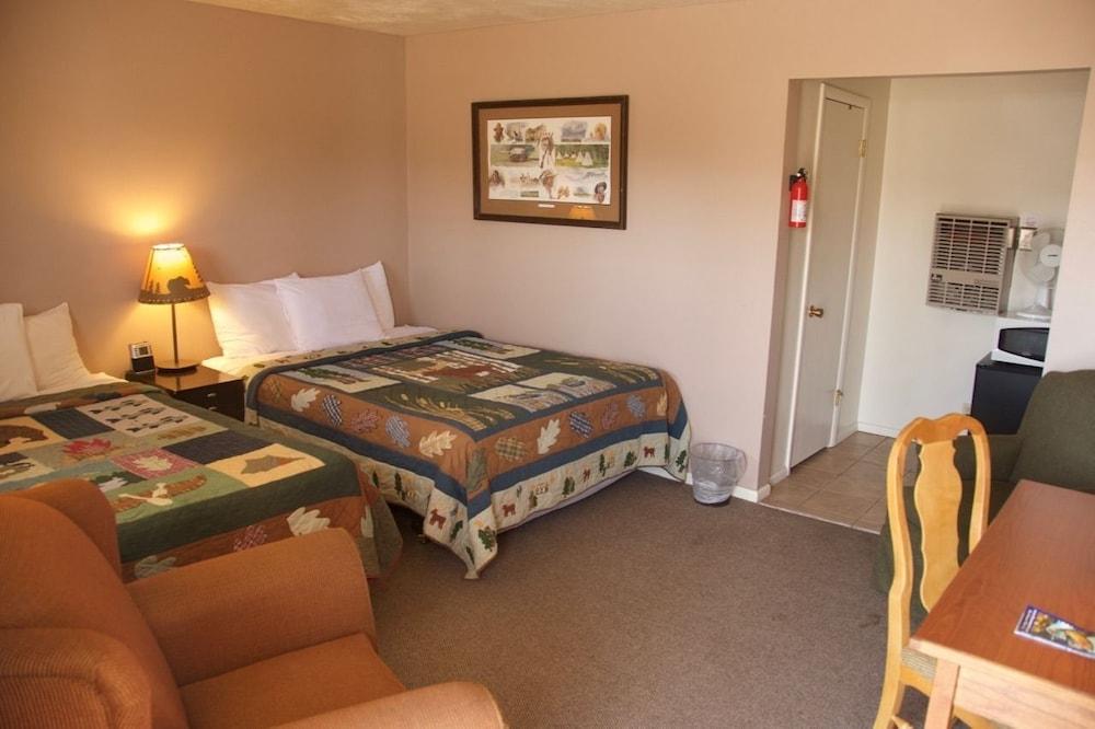 Holiday Motel | 2100 W Wyatt Earp Blvd, Dodge City, KS, 67801 | +1 (620) 227-2169
