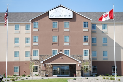 Great Place to stay Landmark Suites near Williston
